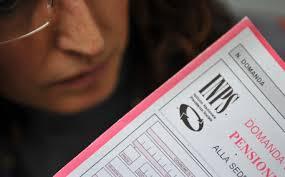 Pensioni, stangata in arrivo per le donne: 22 mesi di lavoro in più