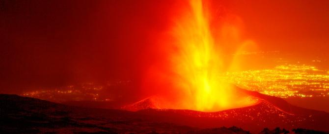 Etna, sembra placarsi l'eruzione. E cala il livello di allerta