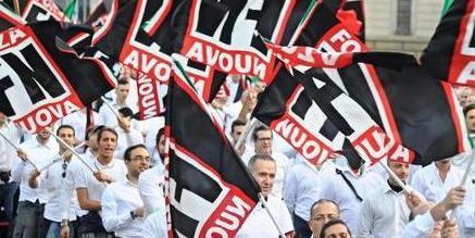 """Il prof antifà bacchetta il prete: """"Dovevi cacciare quei fascisti dalla chiesa"""""""