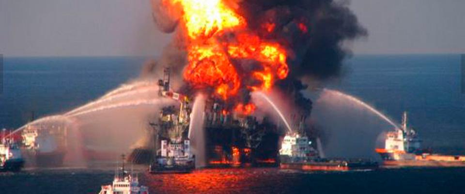 Mar Caspio, piattaforma petrolifera azera s'incendia: decine di morti