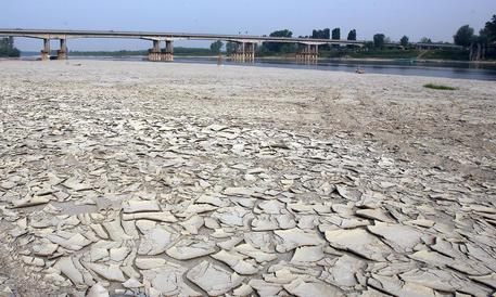 Siccità, la Coldiretti lancia l'allarme: i laghi italiani svuotati per i trequarti