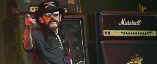 «Bevete e suonate a tutto volume»: l'addio a Lemmy dei Motorhead (video)