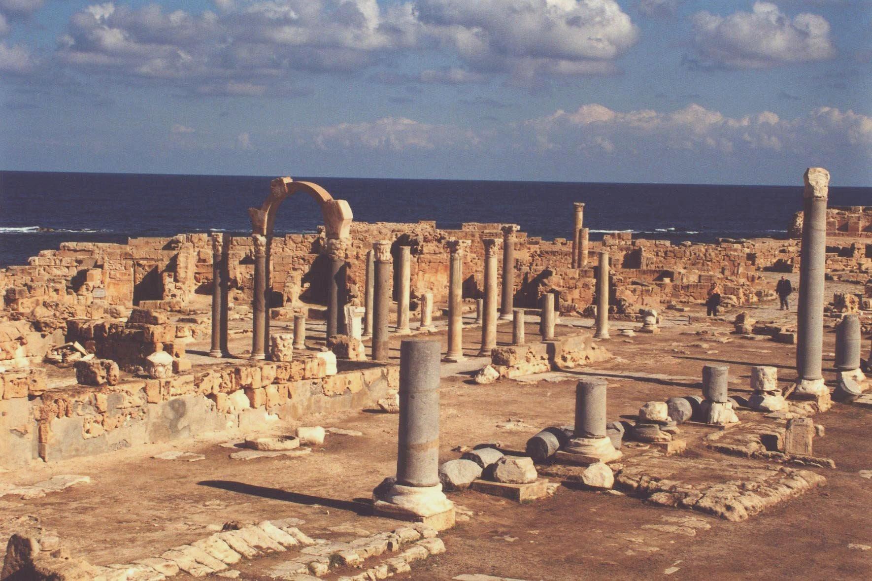 L 39 isis a 70 km da tripoli dopo palmira a rischio le rovine romane di sabrata secolo d 39 italia - Le 12 tavole romane ...