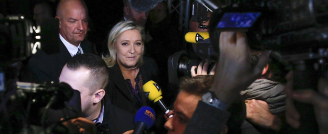 Marine Le Pen: «Noi soli contro tutti, andiamo avanti e non ci fermeranno»