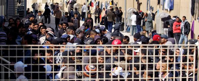 """L'Austria dice basta ai migranti: """"entro due mesi la barriera al Brennero"""""""