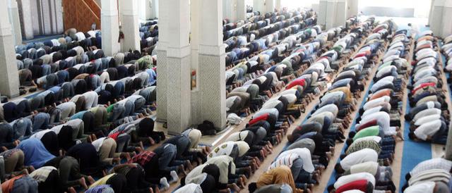 Il centrodestra: «Albo delle moschee e obbligo degli imam di parlare italiano»