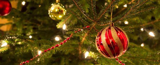 Allarme Codacons: a Natale consumi in calo. Si salva solo il panettone