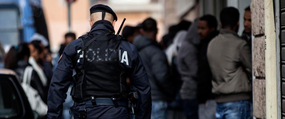 Roma, ancora perquisizioni in un edificio occupato: 4 migranti senza documenti