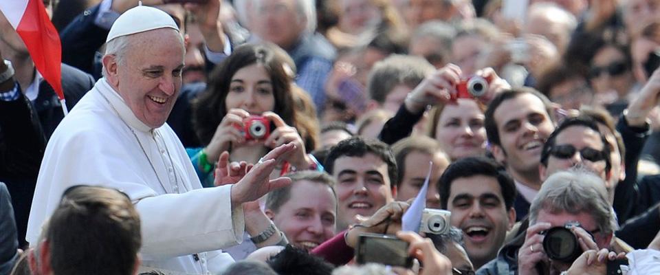 Il Papa ai giovani: «Leggete la Bibbia, ma non come se fosse un fumetto»
