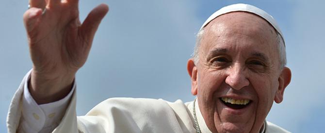 Il Vaticano: tolleranza zero contro chi strumentalizza l'immagine del Papa