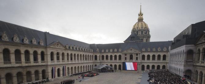Parigi, auto lanciata contro Les Invalides. È di nuovo paura attentati