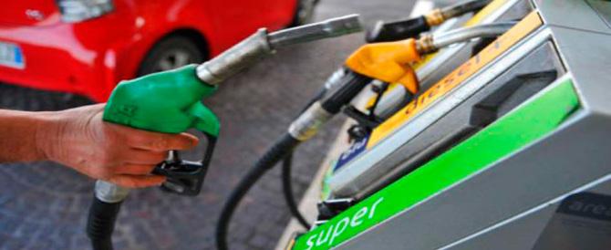 Scende il prezzo della benzina. Ribassi anche in futuro. Ecco perché