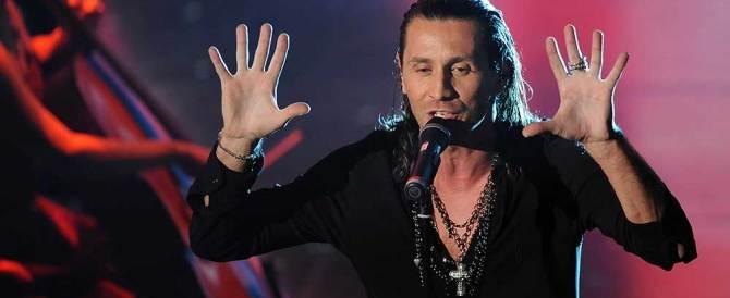 """La denuncia di Povia: «Mi hanno fatto fuori per aver cantato """"Luca era gay""""»"""