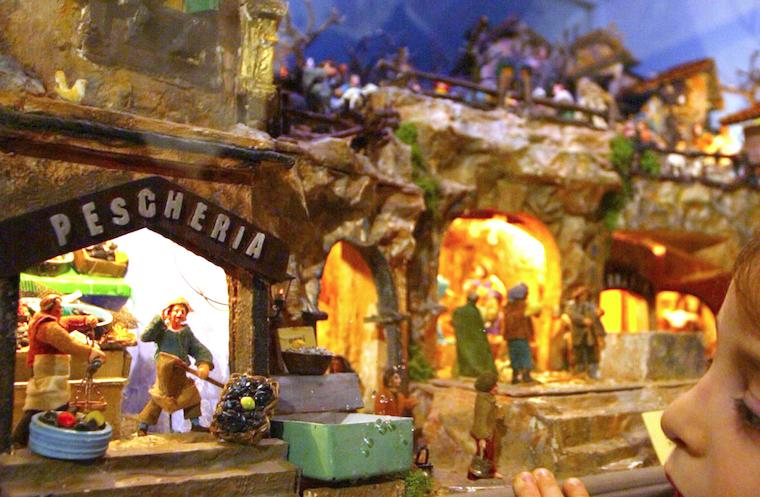 Rapallo, il sindaco di centrodestra chiede ai presidi di fare il presepe