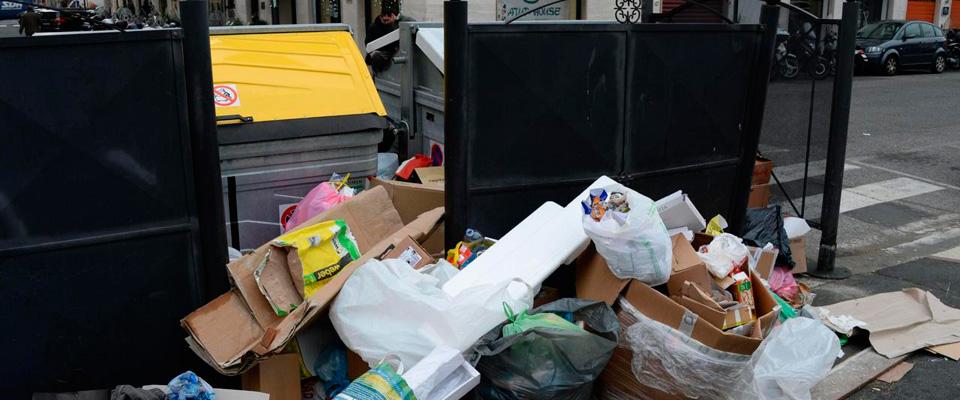 Livorno, sindaco grillino in bilico sui rifiuti. Sospesi tre dissidenti