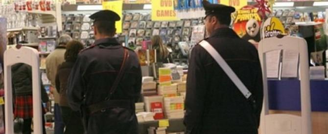 In un mese depredati 50 supermercati: il record di una banda di romeni