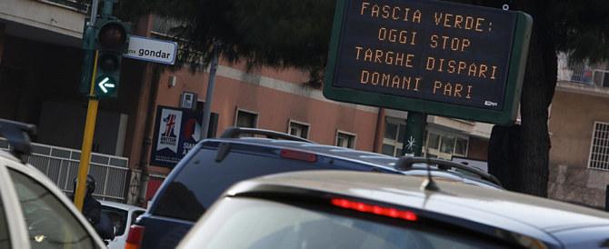 Scioperi e targhe alterne, caos a Roma. Il prefetto di Renzi fa rimpiangere Marino