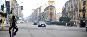 Smog, le ridicole misure del governo: in città auto a 30 all'ora
