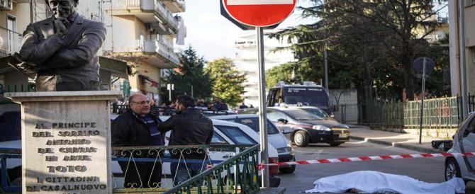 Mezzogiorno di fuoco a Napoli: omicidio sotto gli occhi dei bambini e di Totò