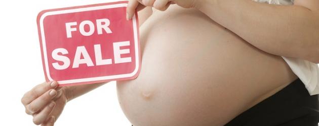 Gli italiani compatti contro l'utero in affitto: imbarazzo a sinistra