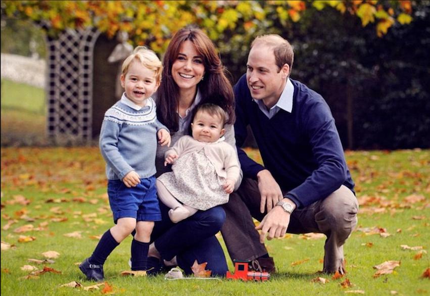 Foto Natale Famiglia Reale Inglese 1990.Gli Auguri Normali Della Famiglia Reale Inglese Ecco La Foto Secolo D Italia