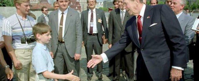 Putin con Reagan, il mostro in Laguna e i gestacci: che foto-bufale!