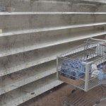 In Venezuela i supermercati sono vuoti? Il sito che caccia la bufale ha verificato che la foto è del 2005 e non è stata scattata in Venezuela. (Foto Twitter)