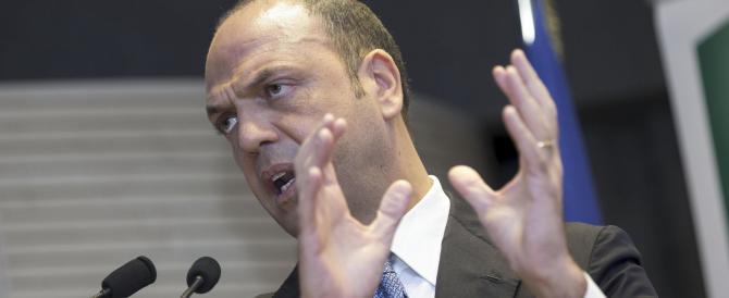 Alfano nei guai. Senza voti, minaccia Renzi: «Rischio di slavine…»