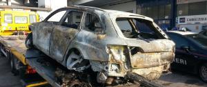 Audi gialla bruciata e abbandonata nel Trevigiano. Nessuna traccia dei banditi