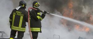 Roma nel degrado assoluto, tre roghi in poche ore: a fuoco un campo rom
