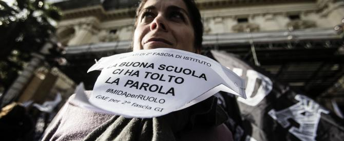 """Renzi premia il miglior """"prof"""" ma blocca gli stipendi a tutti gli altri"""
