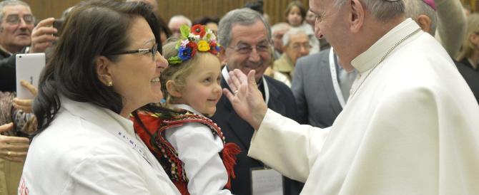 Il Papa: la famiglia è una sola, non la confondiamo con altri tipi di unione