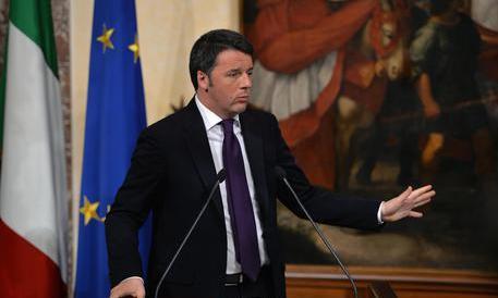 """Renzi contestato a Mantova: """"Racconti frottole, non ti vogliamo"""""""