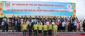 """Da Bruxelles alle Fiji in 102: la Kyenge guida la missione Ue degli """"sprechi"""""""