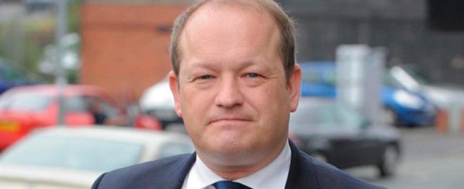 Sms hard a minorenne: è bufera sul deputato Labour, paladino anti-pedofili