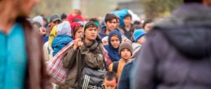Svezia, stretta sui migranti: anche l'esercito controllerà traghetti e treni