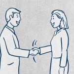 Uomini e donne si salutano con una stretta di mano.