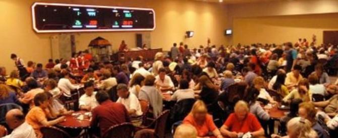 Napoli, tessere di Forza Italia vendute nelle sale Bingo: senatore nei guai