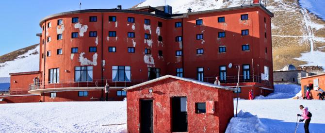 Fu la prigione di Mussolini: incendio nell'hotel di Campo Imperatore (Video)
