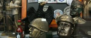 "L'ultima follia del Pd: ""In galera chi vende i gadget di Mussolini"""