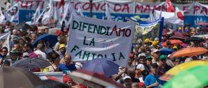 """Referendum sulle unioni civili, il comitato per il """"no"""" deposita il quesito"""