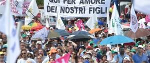 Unioni gay, il popolo del Family day avverte Renzi: «Reagiremo alla farsa»