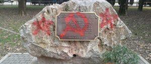 Foibe, imbrattato il monumento di Venezia. Il Comune: «Infami in azione»