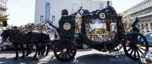 """Tutti """"assolti"""" per i funerali cafoni dei Casamonica (forse è colpa del morto)"""
