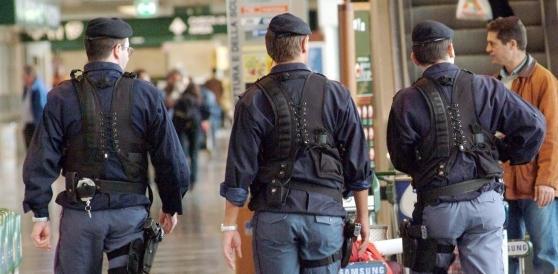 «Fondati sospetti che siano terroristi»: restano in cella i due fermati a Genova