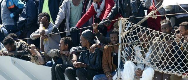 """""""L'immigrazione clandestina resti reato"""". Gli italiani smentiscono Renzi"""