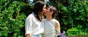 Toscana, in Consiglio si proietta il filmino delle nozze tra due lesbiche