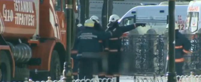 Istanbul in fiamme, kamikaze in azione: almeno dieci morti