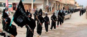 Raqqa, lapidata dal figlio jihadista: l'ultimo crimine dei tagliagole dell'Isis