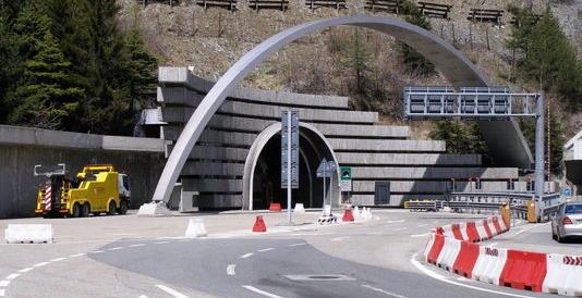 Simpatizzante dell'Isis lavorava nel traforo del Monte Bianco: licenziato